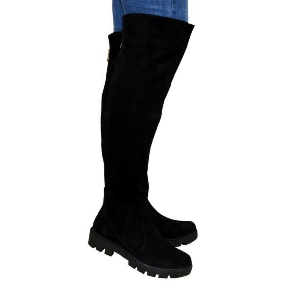 Ботфорты женские замшевые черные демисезонные на тракторной подошве