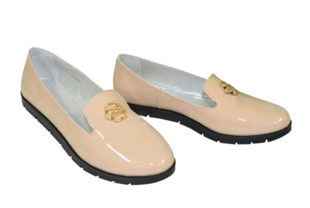 Туфли-мокасины женские лаковые на утолщенной черной подошве