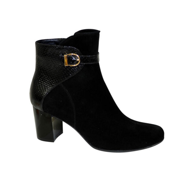 Кожаные женские ботинки на невысоком каблуке
