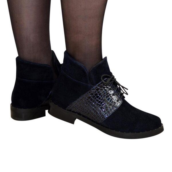 Ботинки женские зимние синие на невысоком каблуке