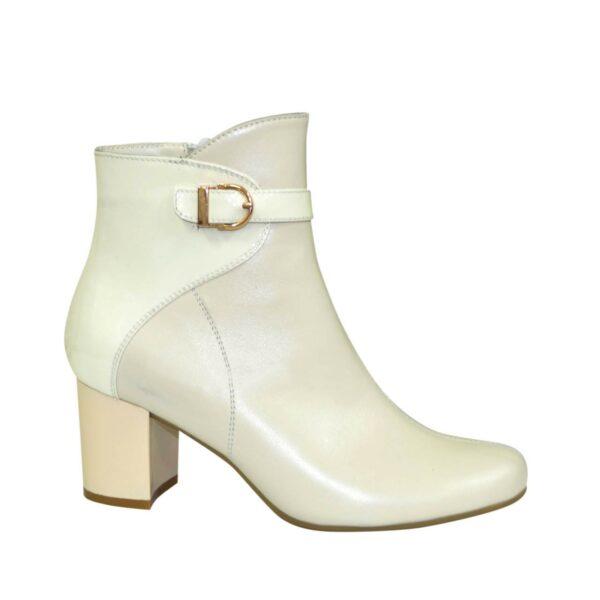 Бежевые женские демисезонные ботинки на невысоком каблуке