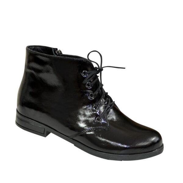 Ботинки женские лаковые на шнуровке