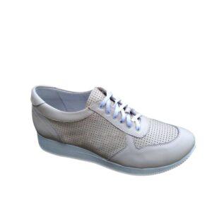 Стильные женские, кожаные кроссовки с мягким кантом и мягким языком на шнуровке, цвет бежевый