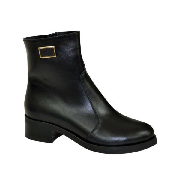 Ботинки женские черные кожаные демисезонные на невысоком каблуке, декорированы фурнитурой