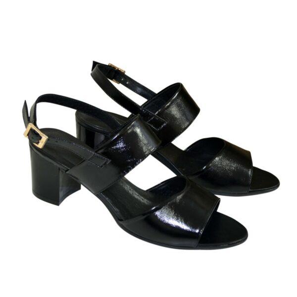 Босоножки женские лаковые черные на невысоком устойчивом каблуке