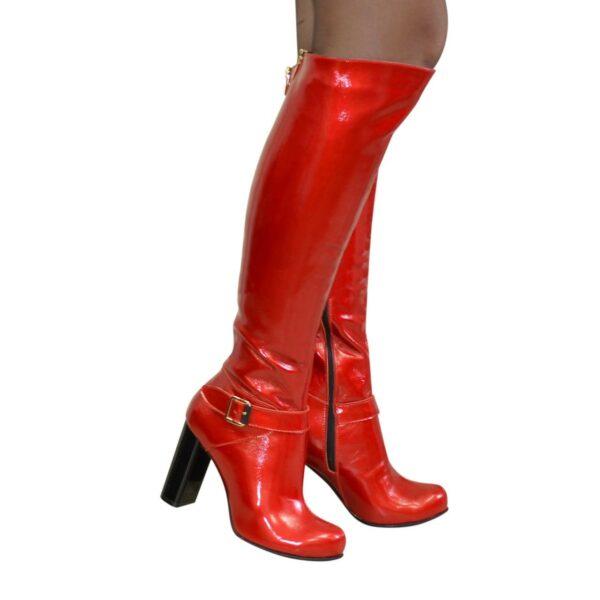 Высокие зимние лаковые сапоги на устойчивом каблуке
