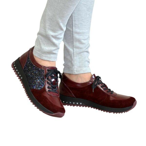 Кроссовки женские комбинированные на шнуровке, бордового цвета
