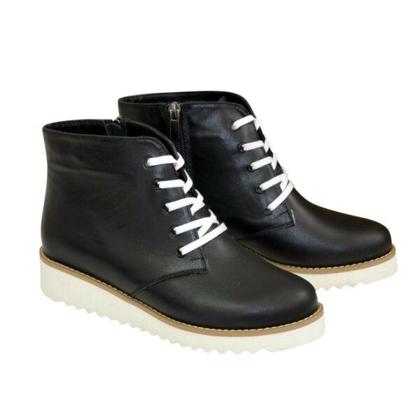 Ботинки зимние женские черные кожаные на шнуровке, утолщенная белая подошва