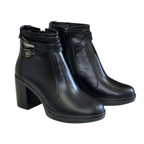 Женские демисезонные ботинки на устойчивом каблуке, из натуральной кожи черного цвета