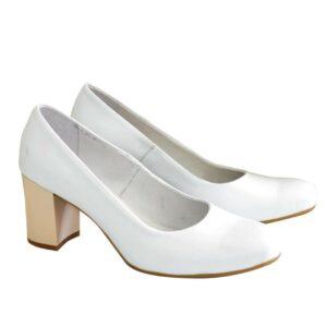Белые кожаные женские туфли-лодочки на невысоком устойчивом каблуке