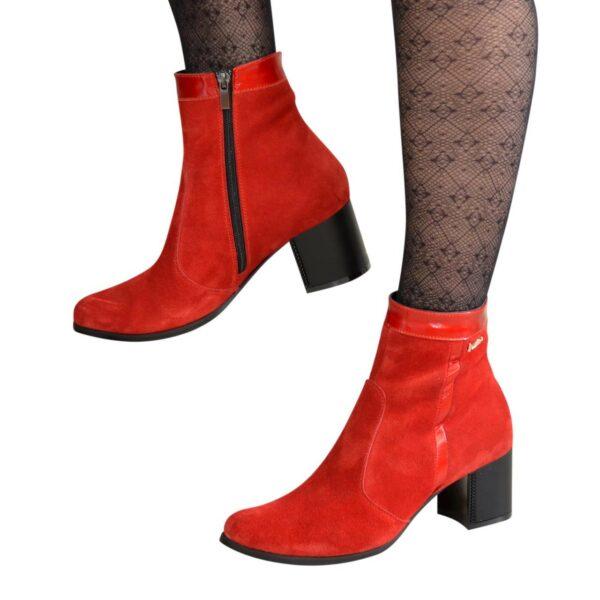 Ботинки женские зимние на каблуке, натуральная замша и лак красного цвета