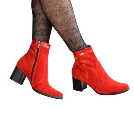 Ботинки женские зима-осень из натуральной кожаной замши и лака красного цвета на удобном невысоком каблуке