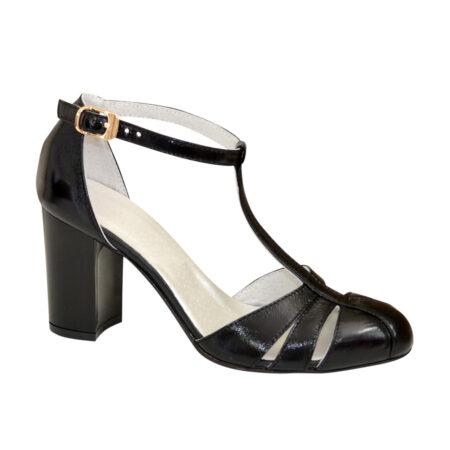 Черные женские босоножки из натуральной лаковой кожи на устойчивом каблуке с закрытым носком