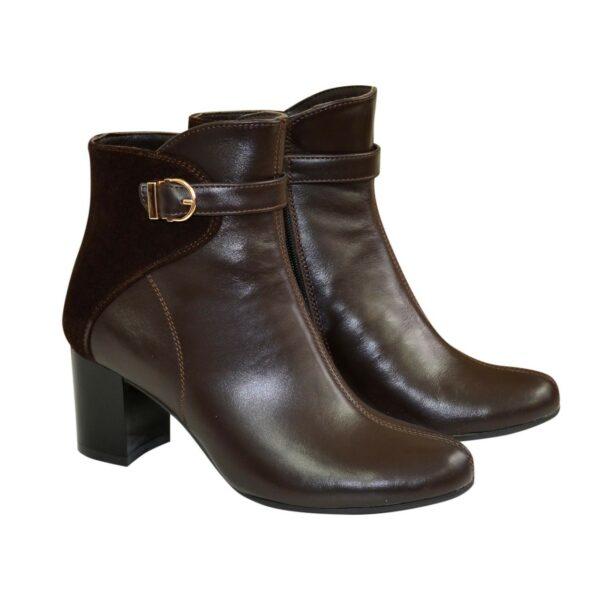 Женские коричневые демисезонные ботинки на невысоком каблуке