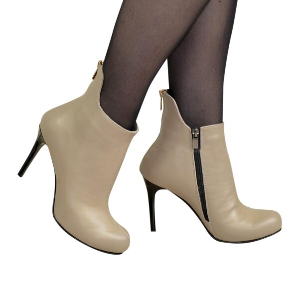 Ботинки кожаные женские зимние на шпильке декорированы молнией