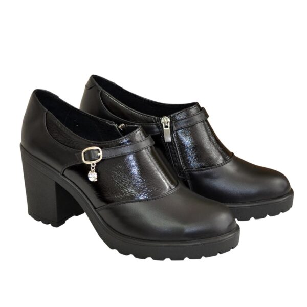 Туфли женские на устойчивом каблуке, декорированы ремешком