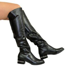 Женские демисезонные ботфорты на невысоком каблуке кожаные, черного цвета