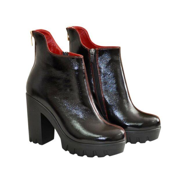 Ботинки лаковые демисезонные на высоком каблуке, декорированы молнией