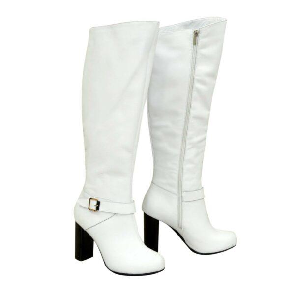 Высокие демисезонные кожаные сапоги на устойчивом каблуке