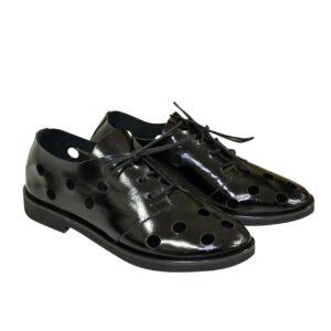 Женские туфли облегченные, низкий ход из черной лаковой кожи, на шнурках