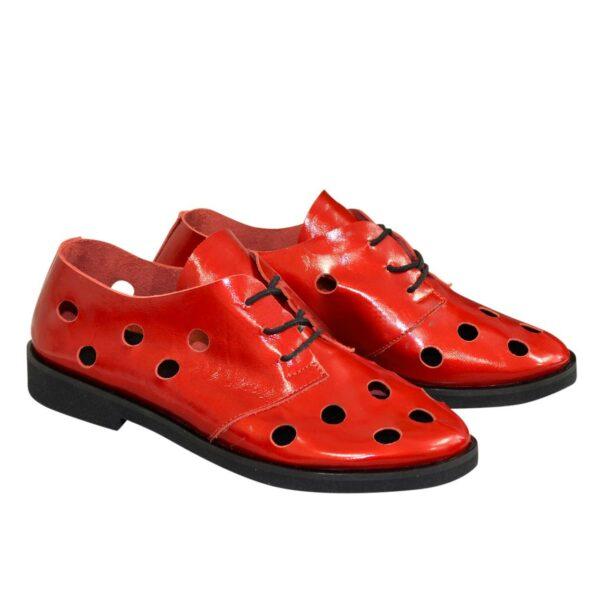 Туфли женские лаковые на плоской подошве, на шнурках