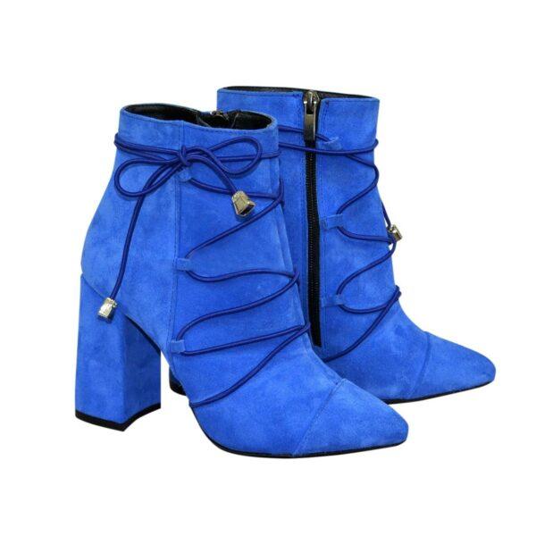 Ботинки демисезонные на высоком устойчивом каблуке, декорированы резинкой, цвет электрик
