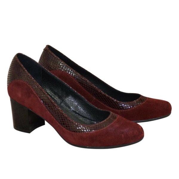 Женские классические бордовые замшевые туфли на невысоком устойчивом каблуке