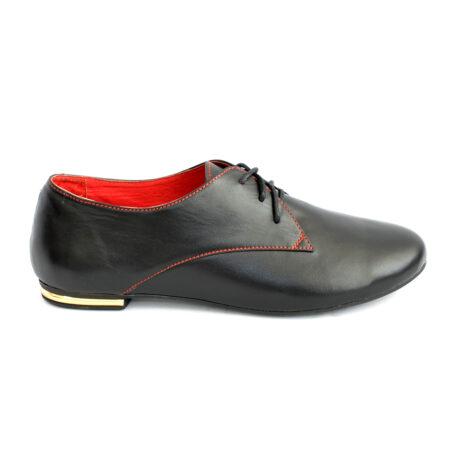Женские кожаные туфли на низком ходу черного цвета
