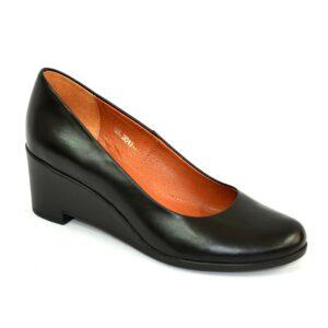 Женские туфли черные кожаные на невысокой танкетке