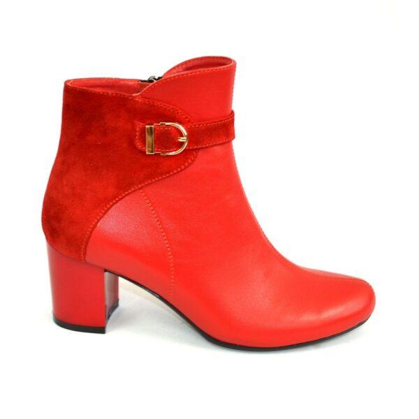 Красные женские демисезонные ботинки на невысоком каблуке