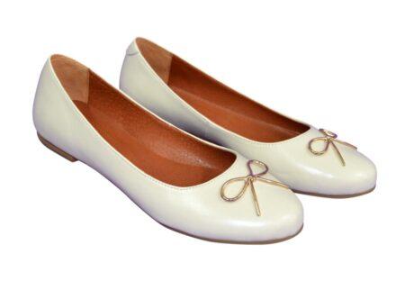 Туфли женские бежевые из натуральной кожи, с нежным украшением в золотом цвете, Коллекция Весна-Лето