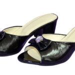 Сабо женские лаковые черные на устойчивом каблуке, декорированы бантиком и фурнитурой
