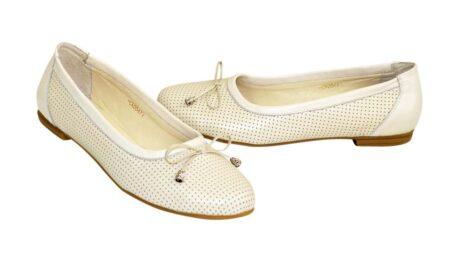 Туфли-балетки женские из натуральной кожи бежевого цвета с узорной перфорацией