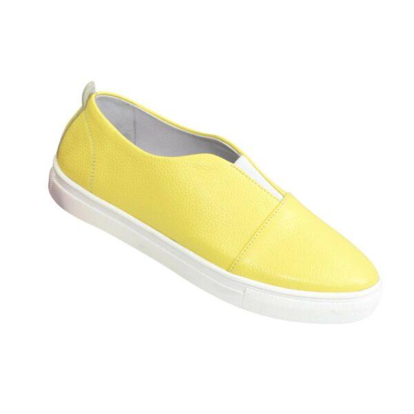 Женские кожаные желтые мокасины на утолщенной белой подошве