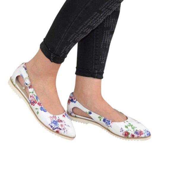 Женские кожаные туфли-балетки с острым носочком, с цветочным принтом