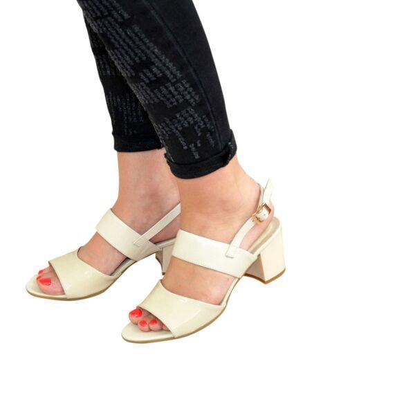 Женские бежевые босоножки на невысоком устойчивом каблуке