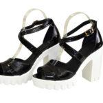 Босоножки женские лаковые черного цвета на высоком каблуке