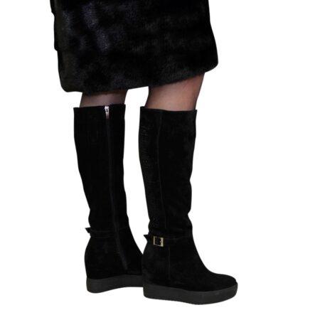 Замшевые черные женские сапоги осень зима на скрытой платформе, декорированы камнями