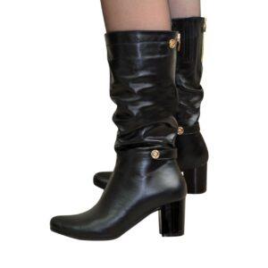 Кожаные женские сапоги на невысоком устойчивом каблуке, черного цвета