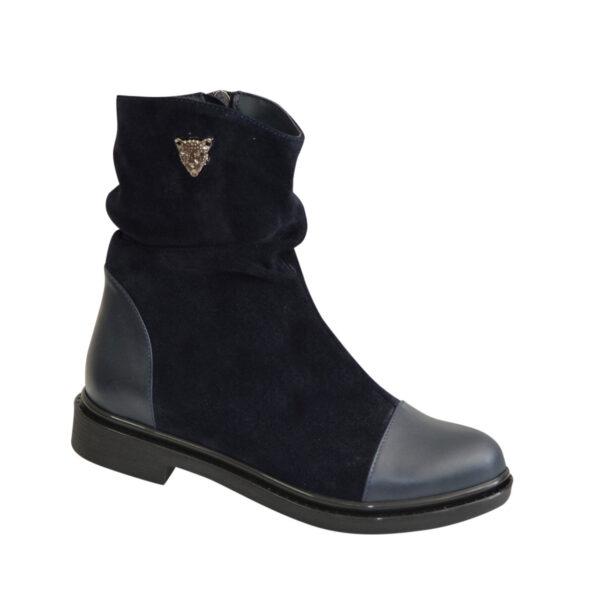 Женские замшевые зимние синие ботинки на низком ходу, декорированы кожаными вставками и фурнитурой