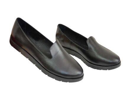 Туфли-мокасины женские кожаные на утолщенной черной подошве