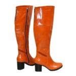 Ботфорты рыжие кожаные демисезонные на устойчивом каблуке, декорированы замшевой вставкой