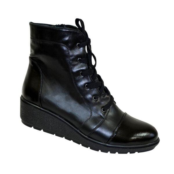 Ботинки черные женские кожаные зимние на невысокой танкетке