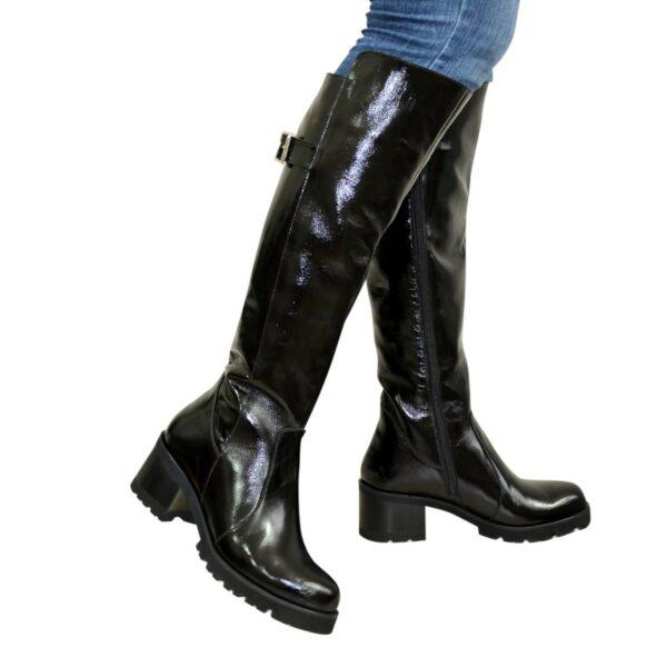Сапоги черные женские зимние лаковые на невысоком устойчивом каблуке