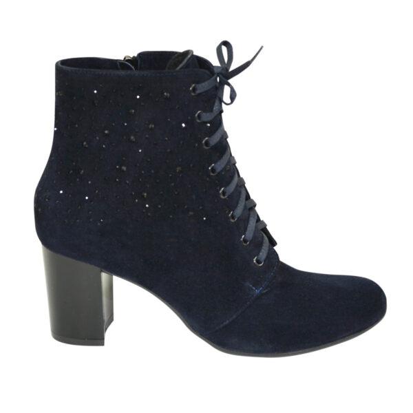 Ботинки женские синие замшевые зимние на устойчивом каблуке, декорированы накаткой камней