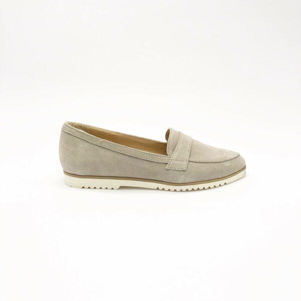 Замшевые женские мокасины туфли бежевого цвета