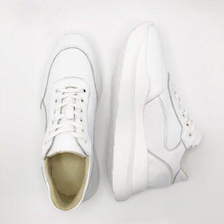 Кроссовки женские белые кожаные на облегченной подошве