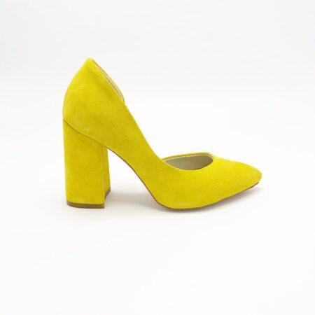 Стильные женские замшевые туфли желтого цвета с обтянутым каблуком