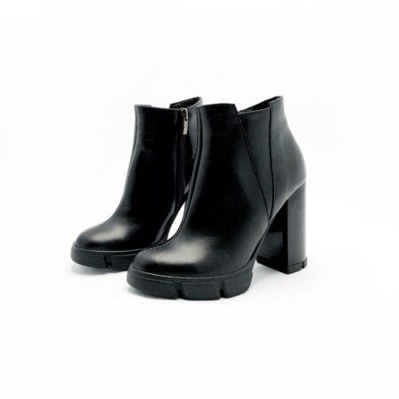 Женские кожаные черные ботинки на высоком каблуке, зима осень