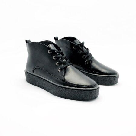 Стильные женские кожаные ботинки черного цвета, на сплошной утолщенной подошве
